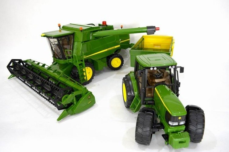 f75dc34c26d ... Bruder Kombajn zbożowy John Deere 02132 + Bruder 02058 Traktor z  przyczepą John Deere Zestaw ...